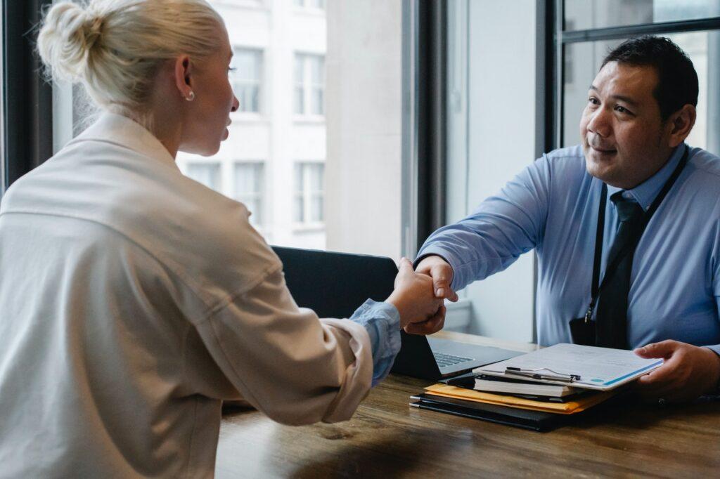 Contrat en sourcing permettant de réduire les frais d'une société